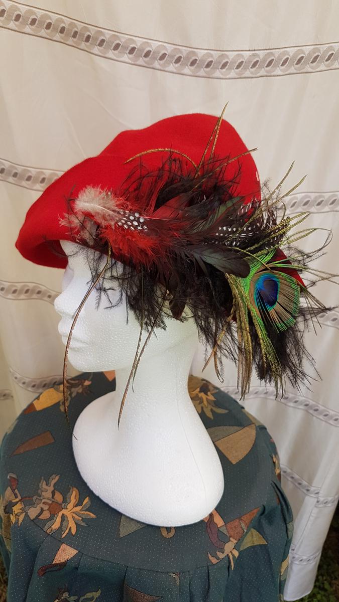 Chapeau de gueux MEDIEVAL – Feutre avec accessoire plumes