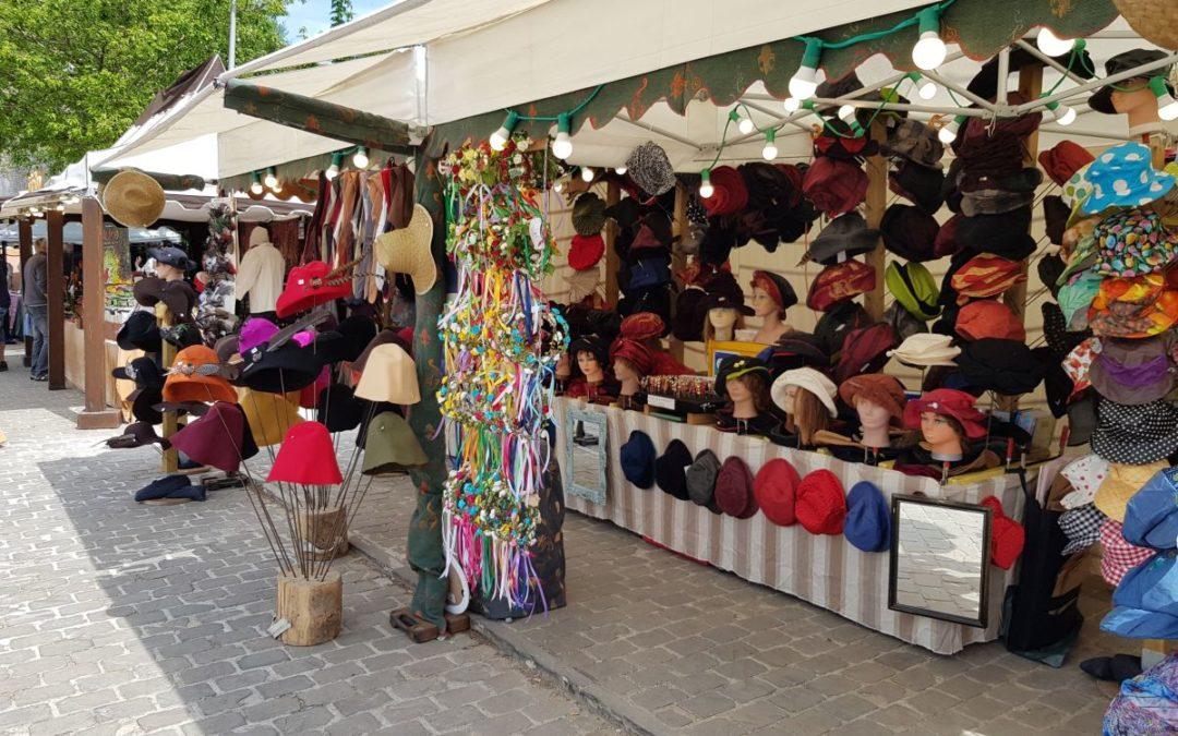 georges-leta-chapeaux-stand-chapeaux-manifestation-foire-medievale-fabrication-artisanale-faitmain-couronne1
