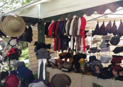 georges-leta-chapeaux-stand-chapeaux-manifestation-foire-medievale-fabrication-artisanale-faitmain1